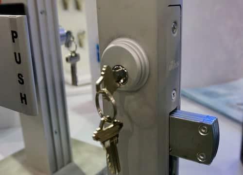 commercial-locksmith-adams-right-hookbolt